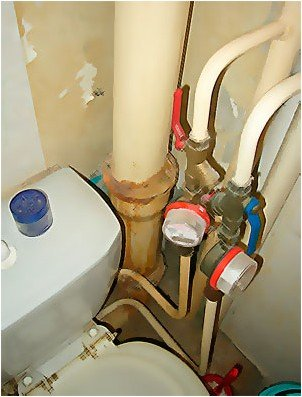 Все просто —  Делаем короб для труб в туалете своими руками  || STROIM-GRAMOTNO.RU
