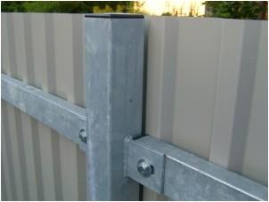 Все просто —  Забор из профнастила без сварки – отличный результат без использования сложной техники  || STROIM-GRAMOTNO.RU