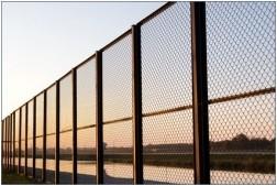 Все просто —  Забор из сетки Рабица своими руками  || STROIM-GRAMOTNO.RU
